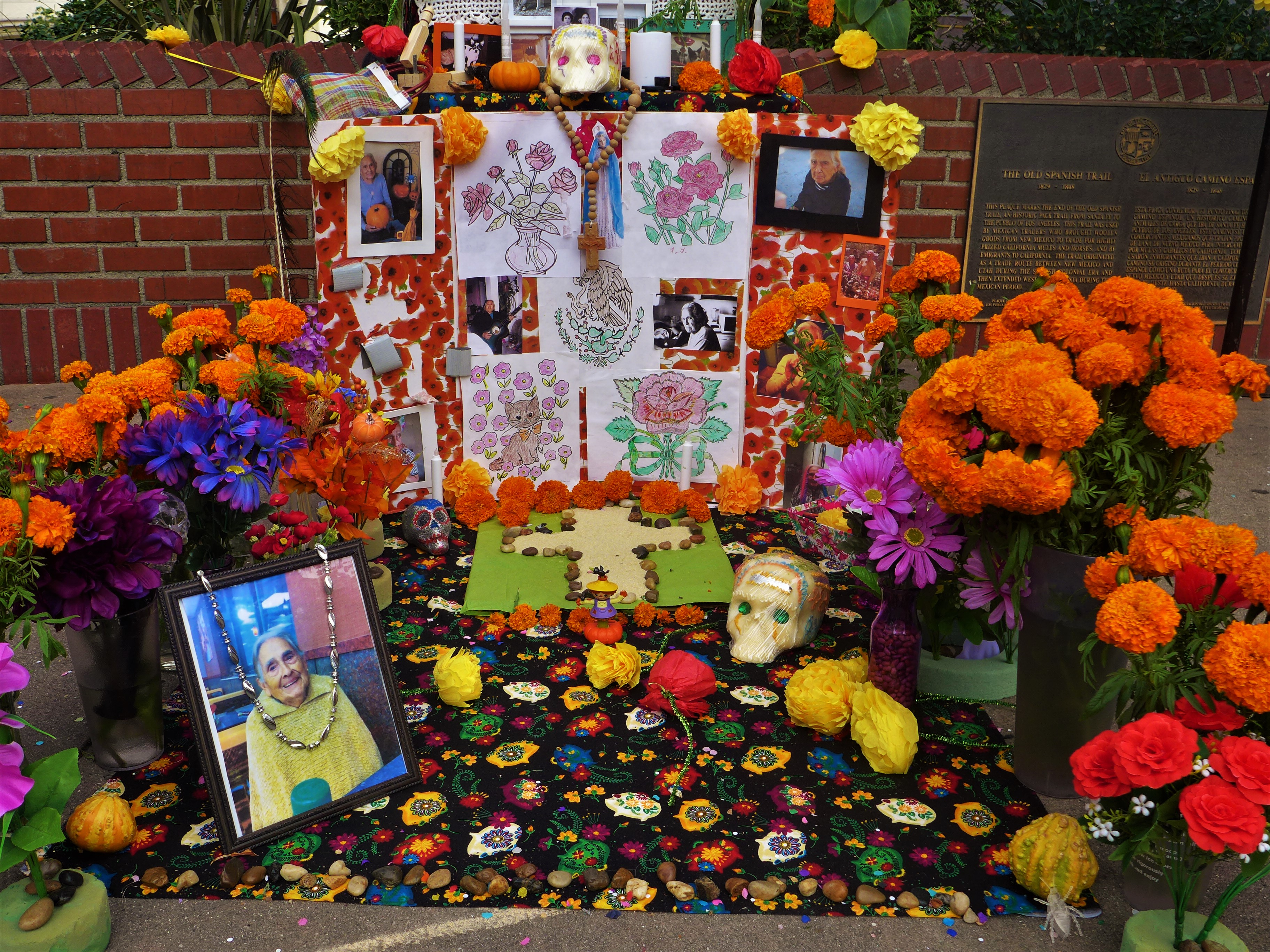 Day of the Dead altars, Mexico traditions